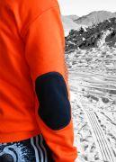 Локти на рукаве выполнены из резинки с эластаном